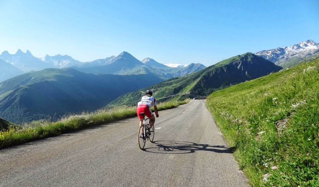 Descending the Col de Croix de Fer